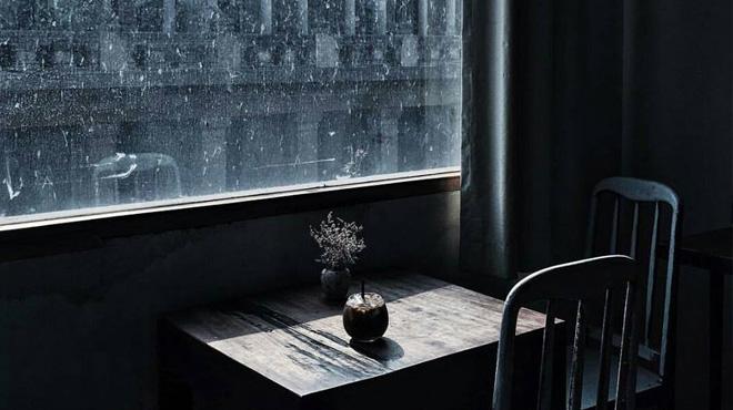 cửa nhôm kính mùa mưa bão