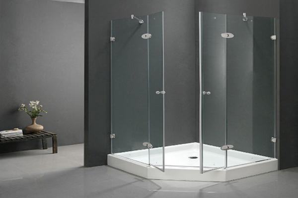 Vách kính tắm mở 135 độ
